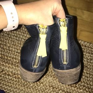 """Boden Shoes - Boden """"Atherson"""" ankle booties in navy"""